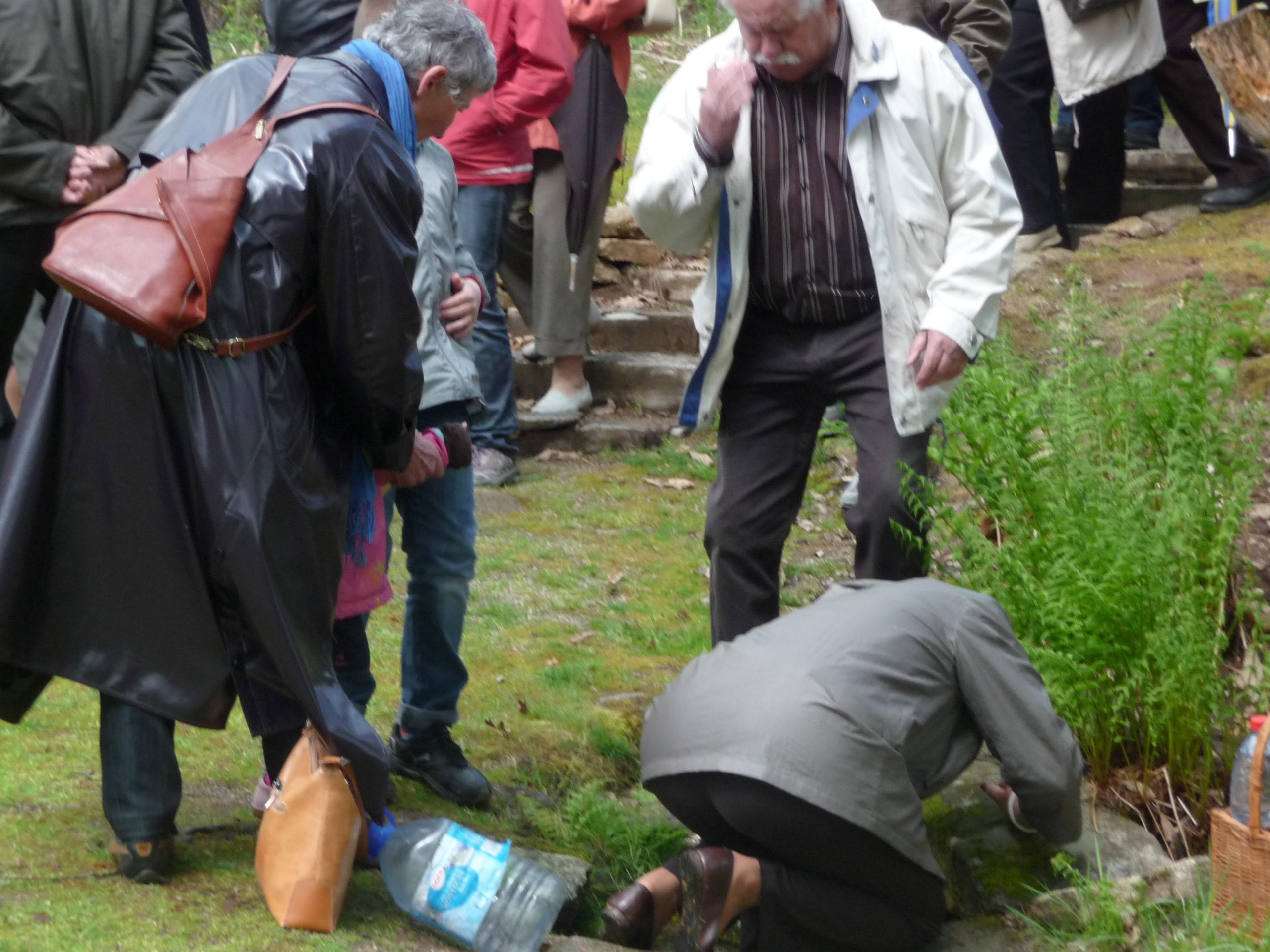 """""""Pratiquants"""" à la fontaine Saint-Martin. Crédits J.-P. Cavaillé"""